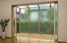 正面デザインパネル付き屋根 アウタールーフ 敷地内のすき間スペースを活用し、テラス戸や勝手口に取付けることで生活の幅を広げます。