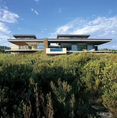 SAOTA – Stefan Antoni Olmesdahl Truen Architects sent us photos of Cove 6 project, a modern residence located in the Western Cape Province of South Africa. The owner's brief was to design a house inspired by its indigenous fynbos surroundings, which i Knysna, Amazing Architecture, Interior Architecture, Interior Design, Provinces Of South Africa, Infinity Pool, Golf Estate, Property Design, Coastal Homes