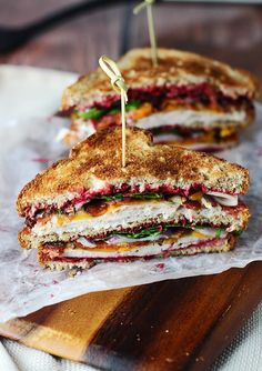 The Ultimate Leftover Turkey Club: The name of this sandwich says it all! This is the ultimate turkey sandwich that is filled with yummy Thanksgiving leftovers like carved turkey and cranberry sauce. Find more easy and healthy turkey sandwich recipe idea Turkey Club Sandwich, Roast Beef Sandwich, Club Sandwich Recipes, Turkey Sandwiches, Leftover Turkey Sandwich Recipe, Turkey Sliders, Bacon Sandwich, Vegan Sandwiches, Chicken Sandwich
