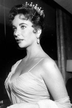 Elizabeth Taylor at the Academy Awards, 1957.
