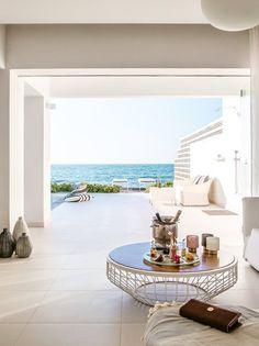 Das #Grecotel White Palace auf #Rhodos ist ein #Luxushotel, wie es im Buche steht. Wie wäre es, wenn ihr morgens von der Sonne wachgekitzelt werdet, eure Terrassentür öffnet und in den #Pool springt? Grecotel LUX.ME White Palace***** #Griechenland #Kreta #Rethymnon #TUI #PrivatePool #DiscoverYourSmile Private Pool, Landscaping, Table Decorations, Furniture, Home Decor, Beautiful Hotels, Rhodes, Sun, Decoration Home