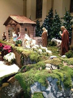 Basilica Crèche Church Christmas Decorations, Christmas Centerpieces, Christmas Village Display, Christmas Villages, Christmas Crib I… Christmas Crib Ideas, Church Christmas Decorations, Christmas Village Display, Christmas Nativity Scene, Christmas Villages, Noel Christmas, Christmas Centerpieces, Christmas Crafts, Nativity Scenes