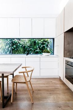 Serve up a winning kitchen! Check out the hottest new looks for the heart of your home, featuring clever design tricks, family-friendly ideas and considered palettes. Home Decor Kitchen, Home Kitchens, Kitchen Dining, Kitchen Ideas, Cheap Kitchen, Kitchen Cabinetry, Dining Rooms, Modern Kitchen Design, Interior Design Kitchen