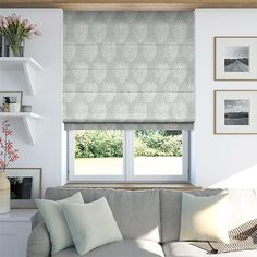 Roman blinds very versatile and give you a creative decorating solution which adds glamour and elegance to any interior. White Roman Blinds, White Roller Blinds, Sheer Blinds, White Curtains, Living Room Blinds, House Blinds, Cortinas Rollers, Blinds Design, Window Coverings