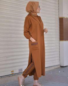 3 in the team peak❤ Tunic front length 70 cm Tunic back length 80 cm Pants 90 cm . in the summit❤ Tunic front length 70 cm Tunic back length 80 cm Pants 90 cm cap 120 cm Price 149 Shipping free Fabric honeycomb destina less az Hijab Style Dress, Modest Fashion Hijab, Modern Hijab Fashion, Islamic Fashion, Hijab Chic, Abaya Fashion, Hijab Outfit, Muslim Fashion, Fashion Dresses