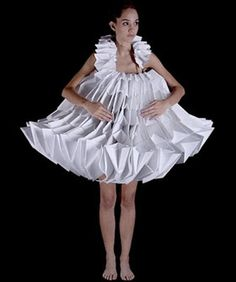 Origami Fashion - white paper dress with sculptural design; paper couture // Mauricio Velasquez by angelia Paper Fashion, Origami Fashion, Fashion Art, Fashion Design, Crazy Fashion, Funky Fashion, Dress Fashion, Fashion Outfits, Moda Origami