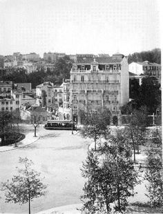 Lisboa Antiga History Of Portugal, Interesting Buildings, Old Photos, Greece, Beautiful Places, Places To Visit, Around The Worlds, Street View, Black And White
