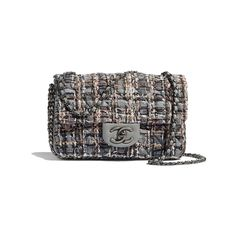 Discover the CHANEL Tweed, Imitation Pearls & Ruthenium-Finish Metal Gray, Beige, Brown & White Spring-Summer and explore the artistry and craftsmanship of the House of CHANEL. Luxury Bags, Luxury Handbags, Missha Cosmetics, Boutique Haute Couture, Small Drawstring Bag, Mode Chanel, Chanel Store, Vanity Bag, Tweed Fabric