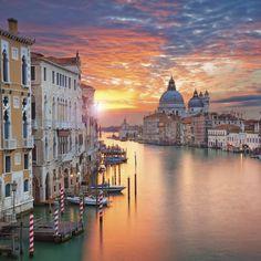 Langweilt dich Deutschland ein wenig? Aber du willst nicht ganz so weit fahren oder fliegen? Dann ab nach Venedig! Den …