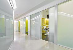 Image 5 of 22 from gallery of Dental Clinic / Padilla Nicás Arquitectos. Photograph by José Hevia Healthcare Architecture, Healthcare Design, Dental Office Design, Office Interior Design, Design Offices, Modern Offices, Modern Interior, Optometry Office, Office Logo