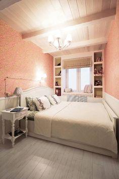 kleines Schlafzimmer in Weiß und Koralle mit grünen Akzenten