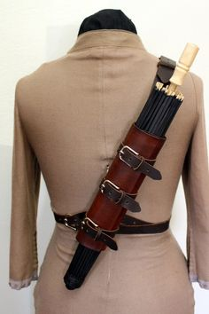Perfect for strolling around your local Renaissance Faire or Steampunk or Larp event this summer! This handy leather holster keeps your parasol and fan close at hand to keep you cool. Steampunk Belt, Style Steampunk, Steampunk Crafts, Steampunk Cosplay, Steampunk Clothing, Steampunk Fashion, Renaissance Costume, Renaissance Fair, Renaissance Clothing