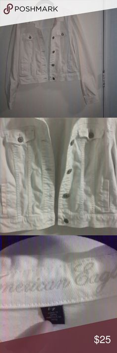 American Eagle White Jacket True white. Very comfortable easy to move in, it's in great condition looks like new. American Eagle Outfitters Jackets & Coats
