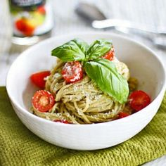Avocado and walnuts pesto pasta. Healthy and flavorful dish. (in Japanese)