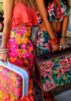 Bright tropical floral clothing and bags. Floralicious. miceman.
