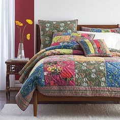 Our patchwork Loire Quilt is a veritable Eden of climbing vines and tropical flowers. Hand-quilted of pure cotton.