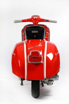 1965 Vespa SS180. I had one of these. Same year (1965), and same colour. Where are you now HLE 557C ?