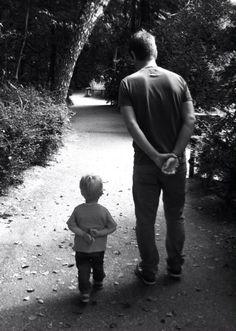 Dit doet me denken aan Dimitri en zijn zoon Joeri. Hij krijgt zijn zoon maar om de twee weken te zien. Hij weet niet zo goed hoe hij zich tegenover hem moet gedragen; hij ziet Joeri graag, maar voelt zich geen papa.