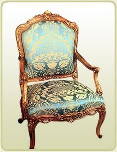 sillón-luis-xv El mueble estilo clásico usa telas brocadas muy brillantes.