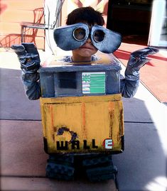 WALL-E by Complete Antarchy who notes that 'Due to weight considerations, I couldn't attach a real igloo cooler, so instead I fashioned a small amazon box into a mini-cooler' to attach as a candy holder on the back! #Costume #WALL_E #Complete_Antarchy
