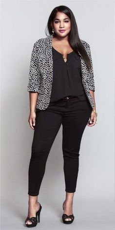 Polka dot blazer outfit for plus size womens Casual Work Outfits, Blazer Outfits, Mode Outfits, Work Attire, Work Casual, Stylish Outfits, Fashion Outfits, Curvy Work Outfit, Womens Fashion