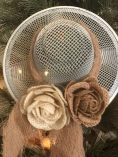 DIY Dollar Tree Mesh Strainer Sun Hats - The Shabby Tree Dollar Tree Decor, Dollar Tree Crafts, Mothers Day Cards Craft, Easter Tree Decorations, Spring Decorations, Tree Shop, Mesh Strainer, Diy Door, Spring Crafts
