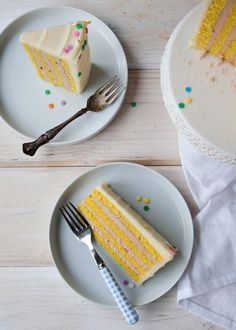 Vertical Stripe Cake - such a neat idea and once I saw all the photos it's really not that hard Cupcake Recipes, Cupcake Cakes, Dessert Recipes, Pastry And Bakery, Pastry Cake, Pretty Cakes, Cute Cakes, Cute Desserts, Delicious Desserts