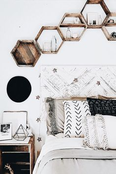 a boho or minimalist room with neutral colours. hexagon shelves which are a grea. - In·te·ri·eur - a boho or minimalist room with neutral colours. hexagon shelves which are a grea. - In·te·ri·eur - Decor Room, Living Room Decor, Room Decorations, Home Ideas Decoration, Hone Decor Ideas, Mens Room Decor, Diy Ideas, Christmas Decorations, Boho Ideas