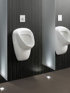 Toto public restroom design with touch-free and tamper-proof system./High-technology and ecology toilet, wall mount urinals 2/Photo credit: Toto