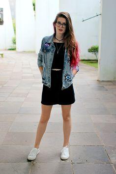 Meninices da Vida: Look: Saia, cropped e jaqueta com patches.