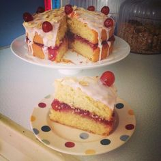 Jo's Blue AGA: Bakewell Cake and The Great British Bake Off (decorating cakes mary berry) Aga Recipes, Baking Recipes, Sweet Recipes, Simple Recipes, Baking Ideas, British Bake Off Recipes, Great British Bake Off, Australian Sweets, Bakewell Cake