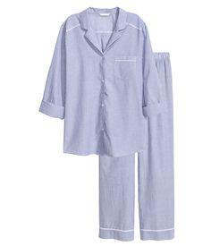 new product 04df5 ed3f6 Blå Randig. En pyjamas i luftig, vävd bomullskvalitet. Långärmad  pyjamasskjorta med krage