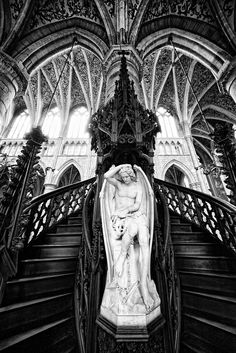 Angel at the stairs