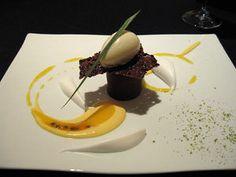 ガストロノミー ジョエル・ロブション Gourmet Desserts, Plated Desserts, Delicious Desserts, European Dishes, Dessert Platter, Modern Food, Molecular Gastronomy, Food Presentation, Food Design