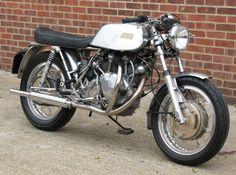 Bmw Cafe Racer, Cafe Racers, Norton Dominator, Vincent Motorcycle, England, Street Tracker, Classic Bikes, Vintage Bikes, Motorbikes