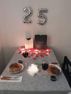 Instead of making a fancy dinner reservation, it will be more meaningful and romantic to spend the ni… 25th Birthday Ideas For Him, Diy Birthday, Birthday Gifts, Sister Birthday, Surprise Boyfriend, Diy Gifts For Boyfriend, Birthday Suprises For Boyfriend, Romantic Gifts For Him, Romantic Ideas