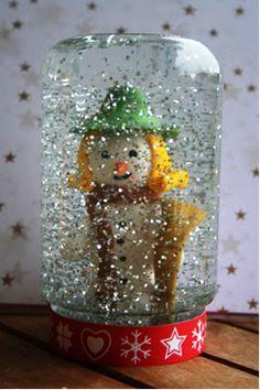 KREATÍV ÖTLETEK KARÁCSONYRA - tanitoikincseim.lapunk.hu Christmas Crafts For Kids, Christmas Diy, Xmas, Diy Snow Globe, Snow Globes, Holidays And Events, Upcycle, Recycling, Diy Crafts