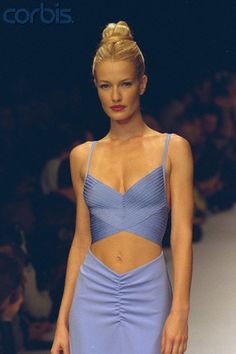 Karen Mulder for Herve Leger Spring Summer 1997 90s Fashion, Runway Fashion, High Fashion, Fashion Show, Vintage Fashion, Fashion Outfits, Fashion Design, Fashion Trends, Haute Couture Style