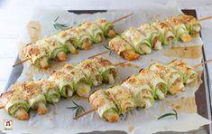 Involtini di zucchine al forno – Spiedini con prosciutto e formaggio – Anche Bimby Zucchini Rolls, Antipasto, Superfoods, Vegetable Recipes, Biscotti, Finger Foods, Family Meals, Sushi, Nom Nom