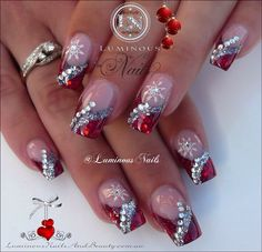 Christmas nail art design with rhinestones, Pretty! | ongles | unas