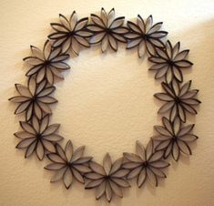 Toilet Paper Roll Art - I must try thisRisultati immagini per toilet paper roll snowflakeWreaths are always great ways to decorate your home for any season, but buying them can be expensive. Check out this Thrifty Paper Flowers Wreath for an elegant Toilet Paper Roll Art, Toilet Paper Roll Crafts, Cardboard Crafts, Cardboard Tubes, Diy Paper, Paper Towel Roll Crafts, Paper Towel Rolls, Paper Flowers, Art Patterns