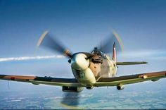 A look at the Supermarine Spitfire fighter of World War II. Ww2 Aircraft, Fighter Aircraft, Military Aircraft, Fighter Jets, Spitfire Supermarine, Ww2 Spitfire, Old Planes, Airplanes, Wings