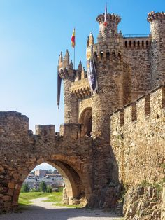 Los castillos más fascinantes de España que te harán viajar en el tiempo - Foto 9 Beautiful Ruins, Beautiful Castles, Beautiful Places, Rest Of The World, Travel Around The World, Around The Worlds, Places To Travel, Places To See, Chateau Medieval