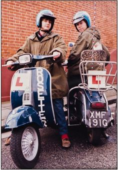 Mod girls scooters parka jackets Laura and Janet, South London Rosettes, April Vespa Girl, Scooter Girl, Mod Girl, Mod Scooter, Vespa Lambretta, Vespa Scooters, New Romantics, Rude Boy, South London