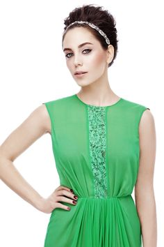 Öykü Karayel Turkish Beauty, Beauty Magazine, Celebrity Makeup, Turkish Actors, Celebs, Celebrities, Short Hair Styles, Actresses, Formal Dresses