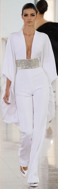 Stéphane Rolland Couture Spring 2015 Dress white v-neck jumpsuit. Haute Couture Style, Couture Fashion, Runway Fashion, Womens Fashion, Couture 2015, White Fashion, Look Fashion, Fashion Show, Fashion Design