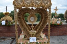 Holy Thursday, Corpus Christi, Burlap Wreath, Karma, Harvest, Projects To Try, Symbols, Wreaths, Holiday Decor