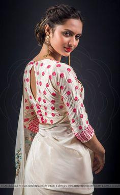 Indian bride looks the best when she wear a saree! Sari Blouse Designs, Saree Blouse Patterns, Fancy Blouse Designs, Blouse Neck Designs, Choli Designs, Blouse Styles, Stylish Blouse Design, Silk Crepe, Crepe Saree