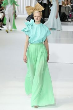 See the full Spring 2018 collection from Delpozo.