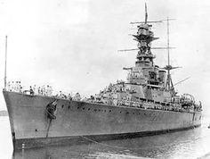 Battlecruiser HMS Hood in the Panama Canal Zone, July 1924 Hms Hood, Marina Real, Hms Prince Of Wales, Capital Ship, Merchant Marine, Panama Canal, United States Navy, Navy Ships, Submarines